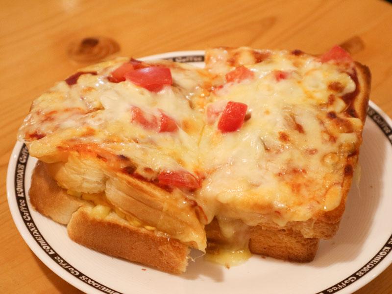 コメダ「たっぷりたまごのピザトースト」